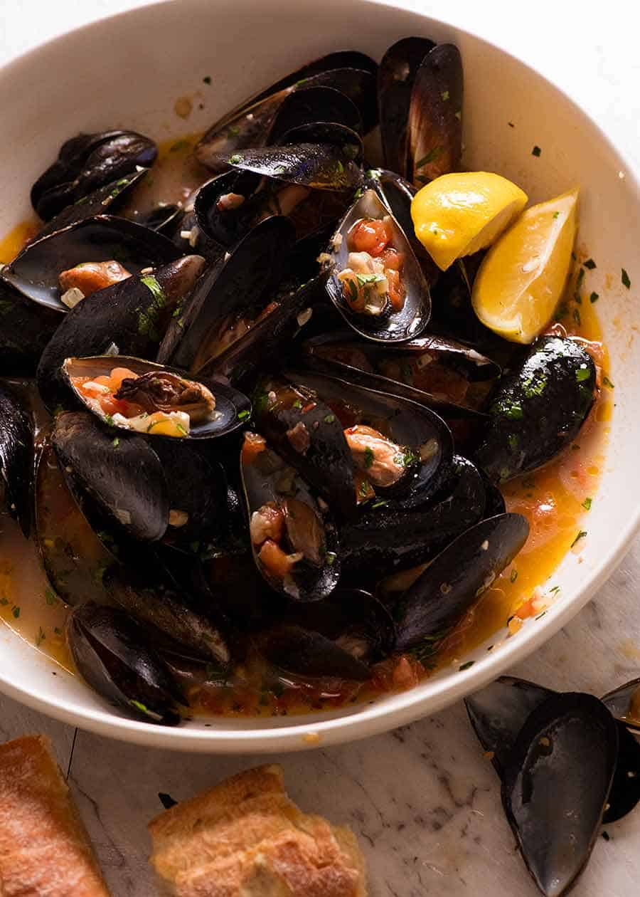 Mussels with Garlic White Wine in a big bowl, ready to be eaten