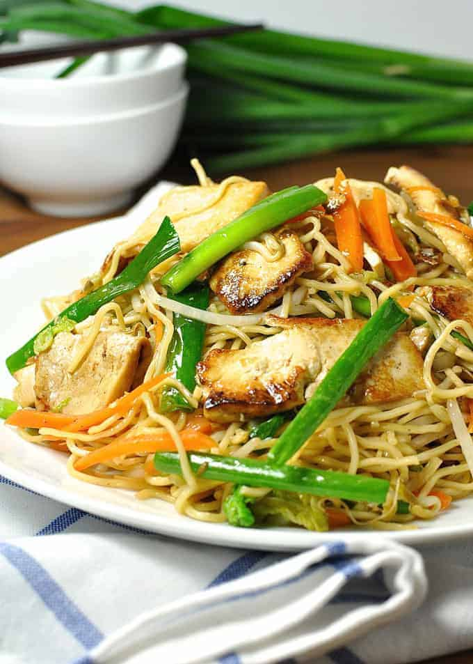 Vegetarian Tofu Chow Mein {Vegan} - an authentic recipe, 15 minute meal. The caramelised tofu is especially delicious!