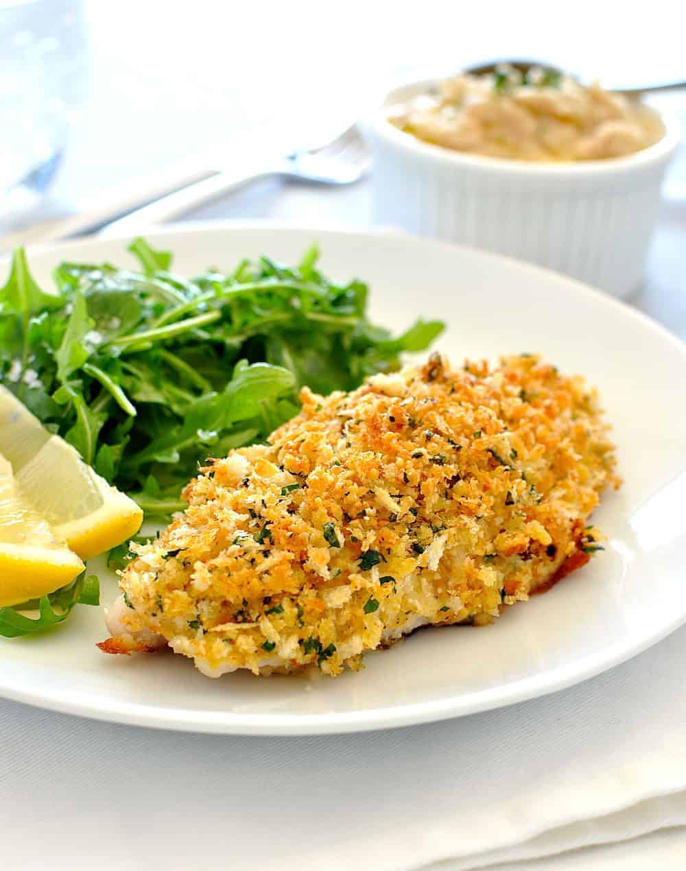 Insanely delicious golden parmesan garlic crumb and a perfectly cooked fish. {15 minutes, 260 calories} #baked #broiled #grilled #healthy #crumbed
