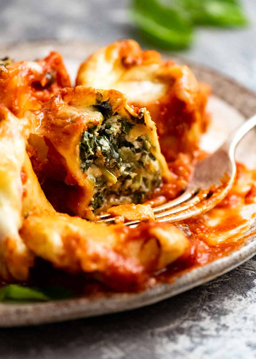 Showing inside of Spinach and Ricotta Rotolo