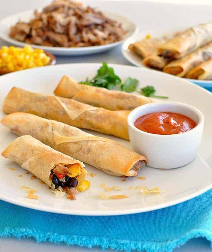 A great Mexican inspired appetizer, so easy to make and unbelievably delicious! #egg_roll #party #mexican #tex_mex