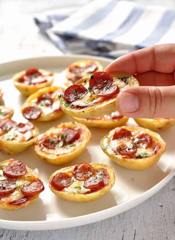 One bit pizza potato skins! 4 ingredients, and can be prepared ahead. #appetizer #party_food #snacks