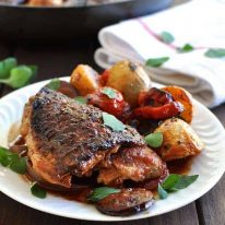 One Pan Spanish Chicken with Chorizo, Tomato and Potatoes - dinner in on pan! Flavour explosion, everyday ingredients.