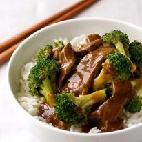 Chinese Beef and Broccoli Stir Fry - a recipe from a Chinese restaurant! Extra saucy, easy to make and you can get all the ingredients from the supermarket. www.recipetineats.com