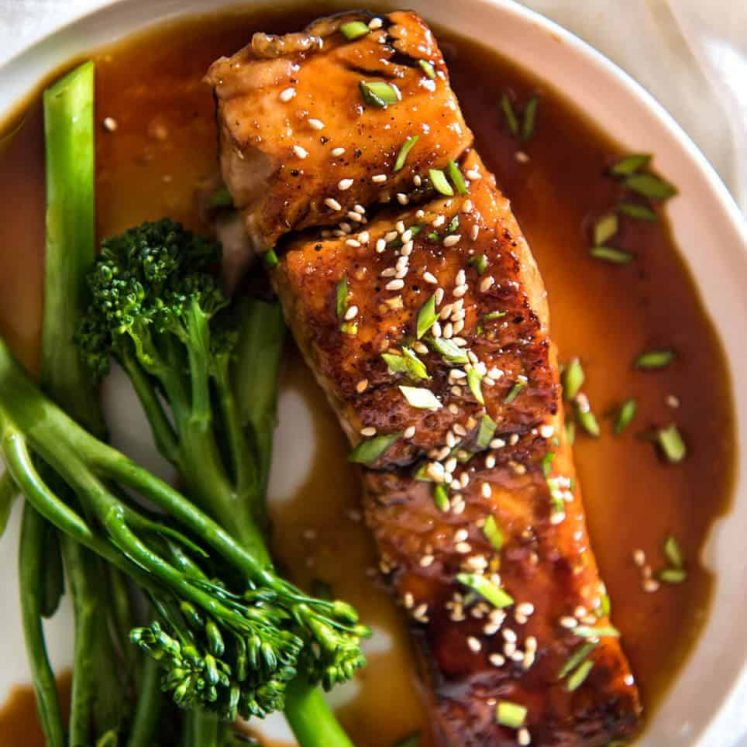 A spectacular way to serve salmon which is crazy fast, crazy easy and crazy delicious! Honey Garlic Salmon www.recipetineats.com