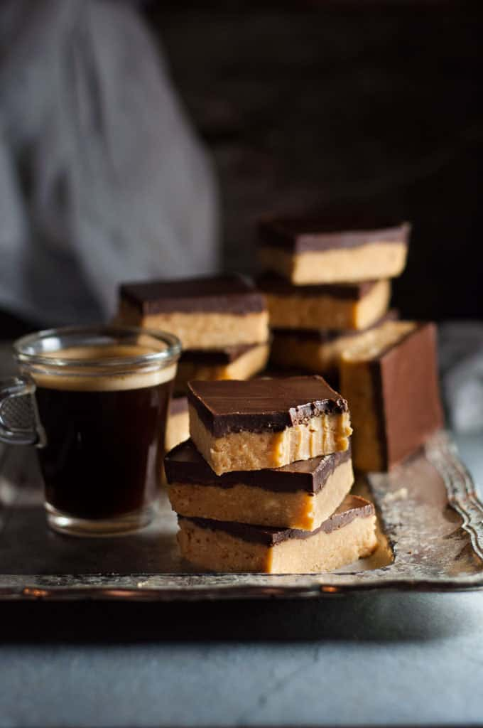 Just 5 ingredients, these No Bake Peanut Butter Bars with a chocolate topping taste like Reece's Peanut Butter Cups! Incredibly fast and easy to make. www.recipetineats.com