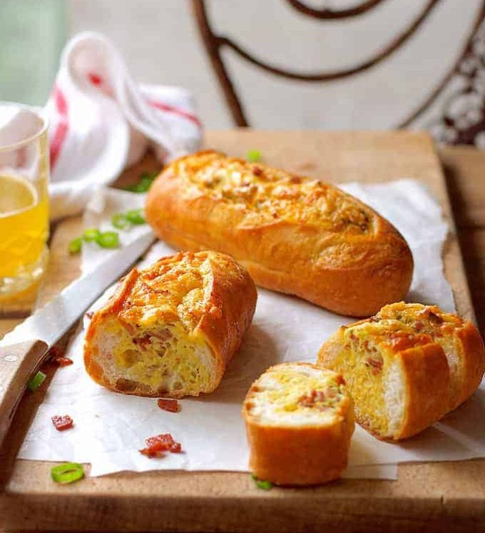 Cheese and Bacon Bread Boats - smells and tastes like a quiche lorraine, but BETTER because it's so fast to make and it's extra crusty!