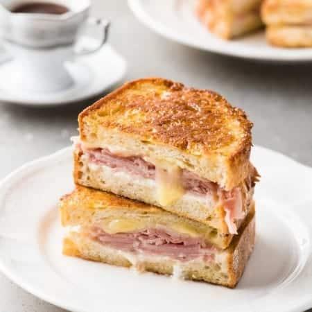Monte Cristo (Ham Cheese French Toast Sandwich)