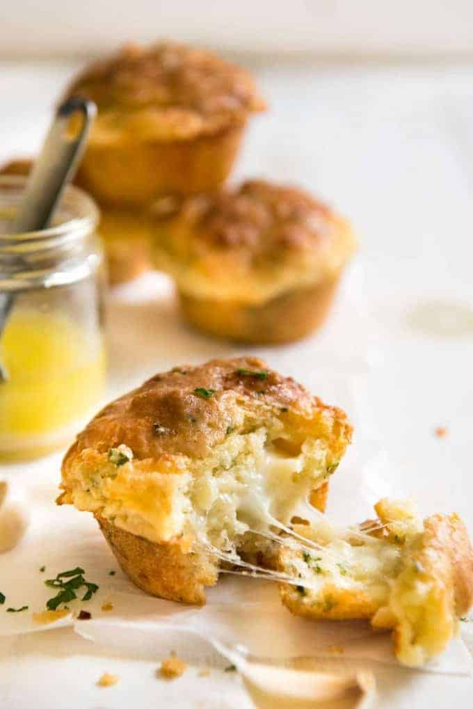 Cheese & Garlic Muffins | I made these for friends and everyone agreed they taste just like GARLIC BREAD!!!