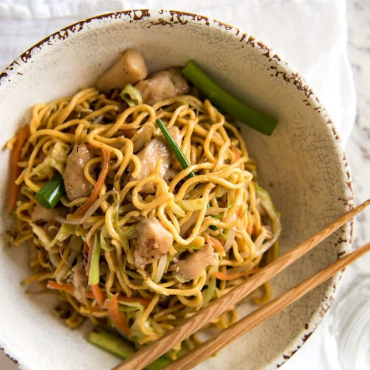 This Chow Mein really does taste like what you get from Chinese restaurants. The secret is getting the sauce right! www.recipetineats.com