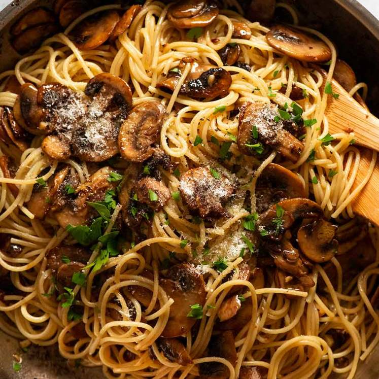 Skillet with spaghetti and mushrooms