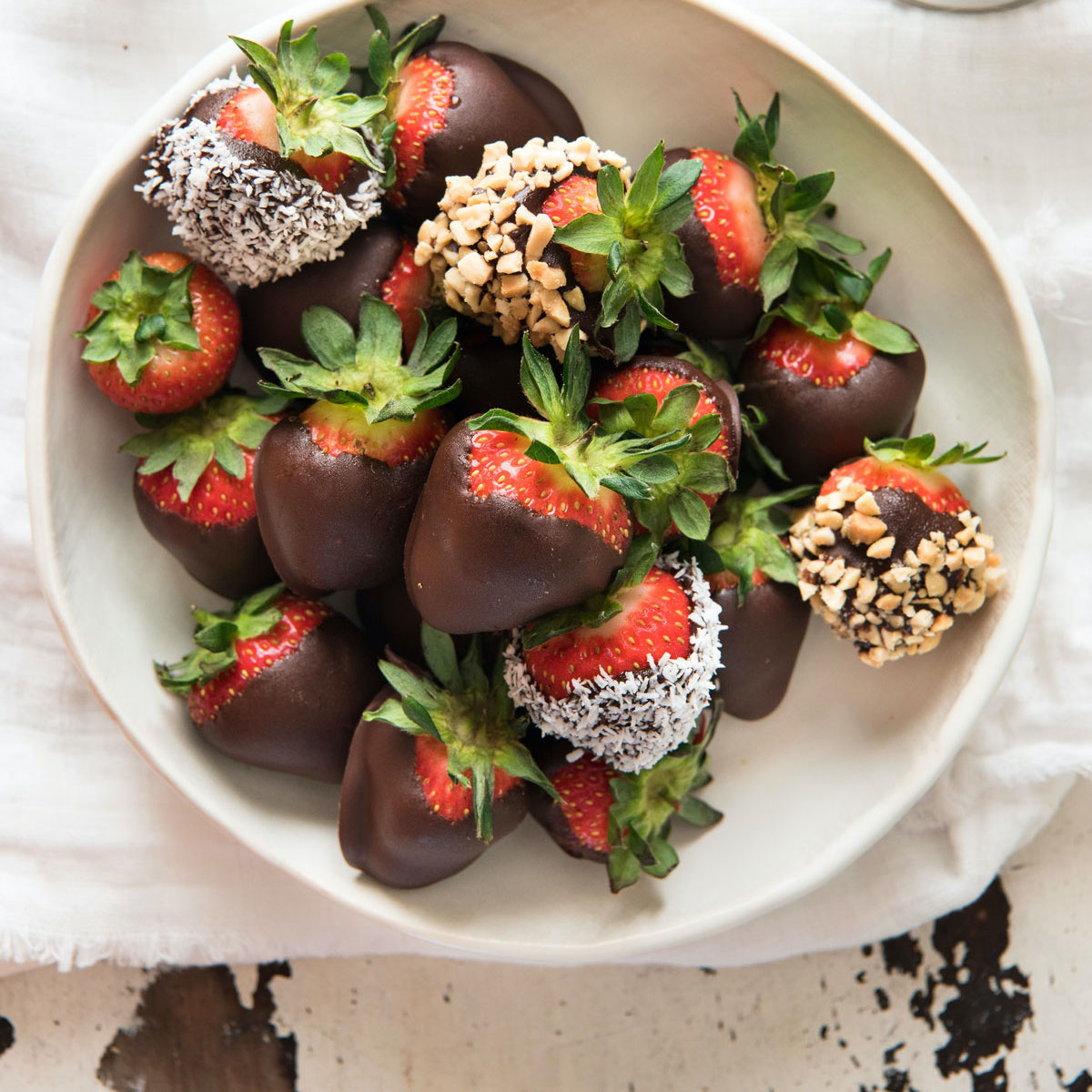 Chocolate Covered Strawberries 3 Ingredient Dessert Recipetin Eats