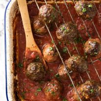 Both the Oven Baked Italian Meatballs AND sauce are made entirely in the oven! The meatballs are extra soft and juicy, and tomato sauce fantastic for pouring over pasta. www.recipetineats.com