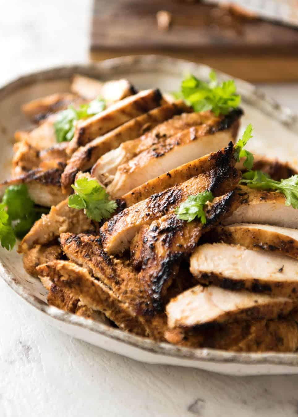 Juicy Chicken Fajitas beautifully seasoned with a homemade Fajita Seasoning. www.recipetineats.com