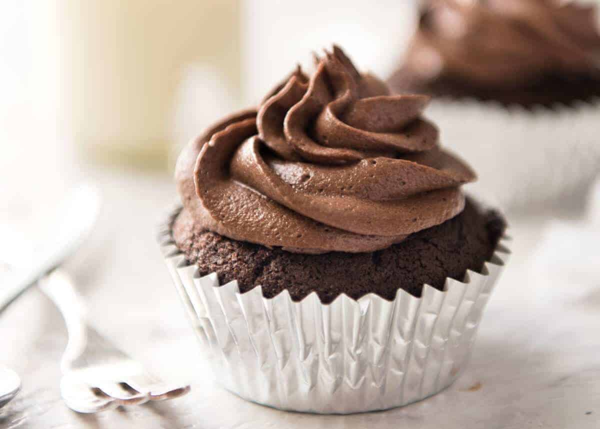 Best Easy Chocolate Cupcakes No Stand Mixer Recipetin Eats