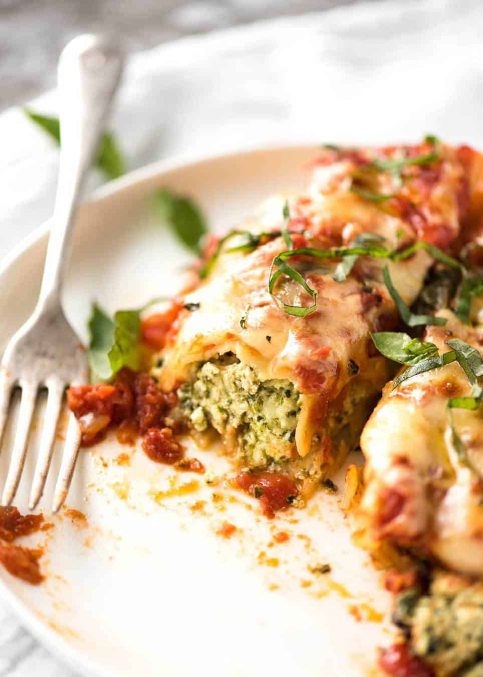 Imagine coming home to this Spinach Ricotta Cannelloni.... recipetineats.com