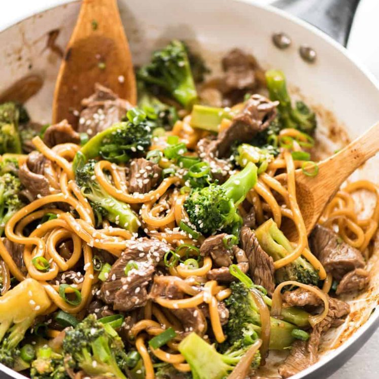 Chinese Beef and Broccoli Noodles - Everybody's favourite Chinese Beef and Broccoli with noodles! www.recipetineats.com