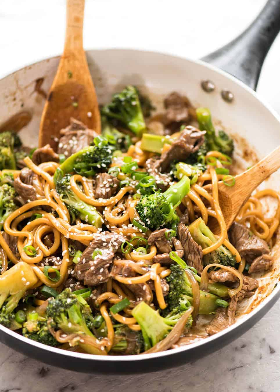 Chinese beef and broccoli noodles recipetin eats chinese beef and broccoli noodles everybodys favourite chinese beef and broccoli with noodles www forumfinder Choice Image