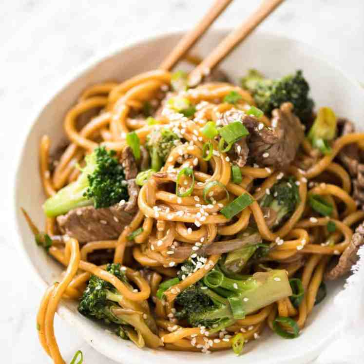 Chinese Beef and Broccoli Noodles - Everybody's favourite Chinese Beef and Broccoli with noodles! recipetineats.com