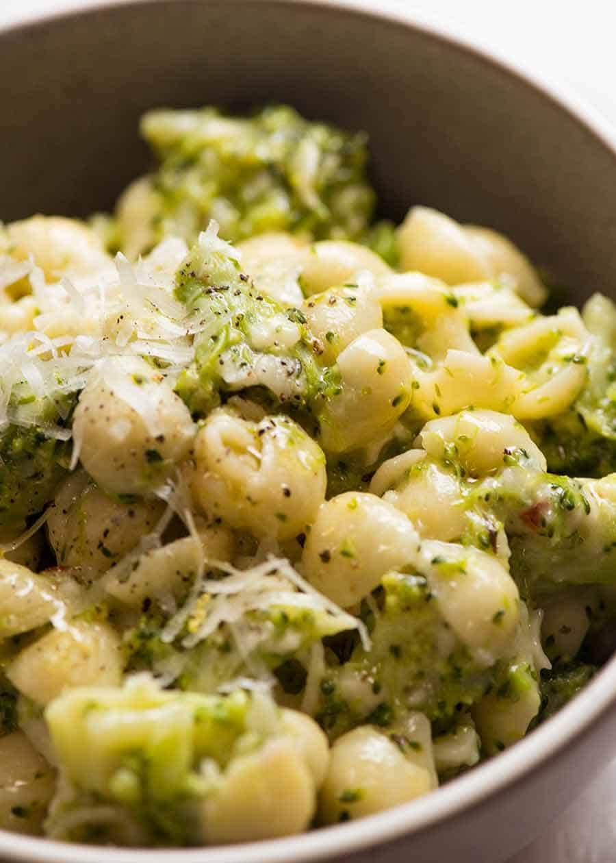 Close up of cheesy broccoli pasta in a bowl, ready to be eaten