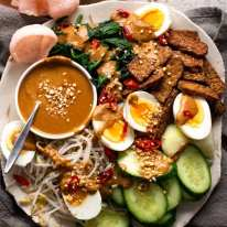 Gado Gado - Indonesian Salad with Peanut Sauce
