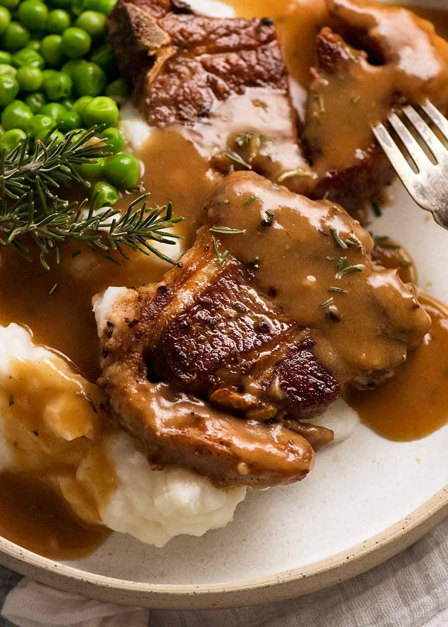 Lamb Chops with Rosemary Gravy, creamy mashed potato and peas