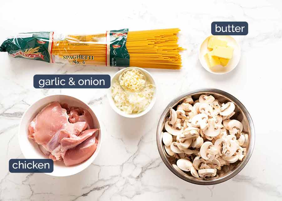 Ingredients im Chicken Tetrazzini - creamy chicken mushroom pasta bake