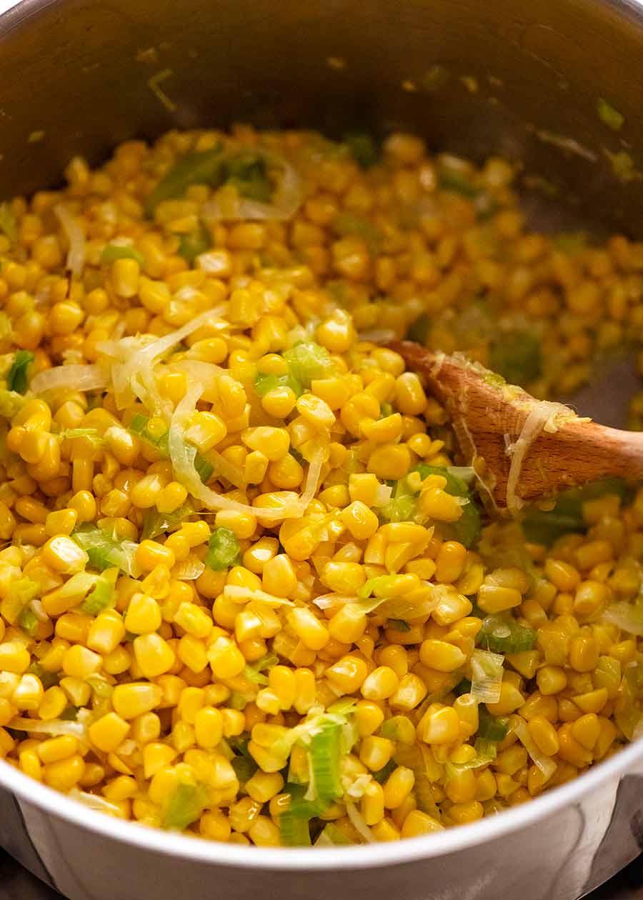 طبخ الذرة لشوربة الذرة الباردة لفصل الصيف