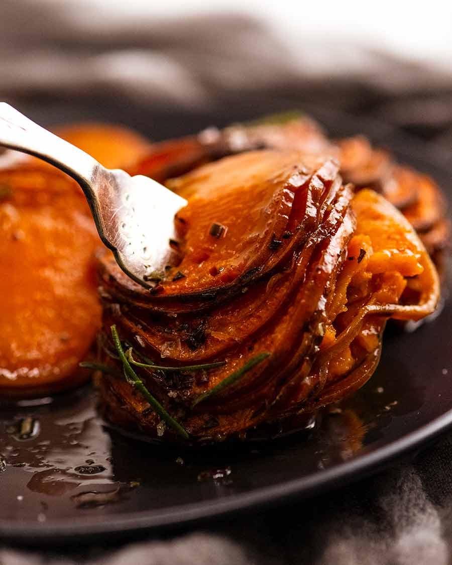 تناول خبز البطاطا الحلوة - طبق جانبي