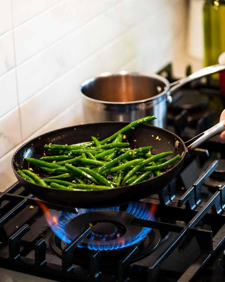 Cooking Garlic Sautéed Green Beans